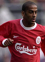 Phil Babb playing football for Liverpool