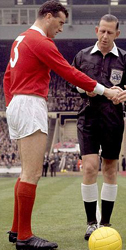 Noel Cantwell Playing football for Man Utd