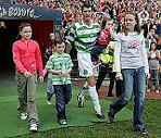 Roy Keane & Children during his Testimonial at Old Trafford